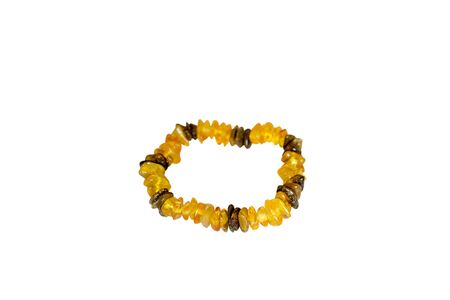 choker: Bracelet made of amber. Isolate on white background