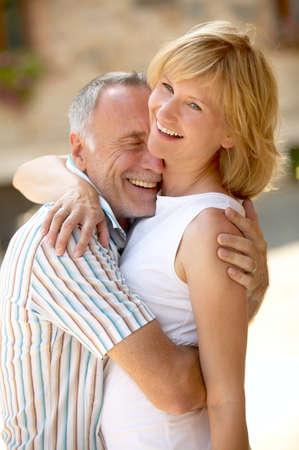 Paare mit Altersunterschied Standard-Bild - 38817211