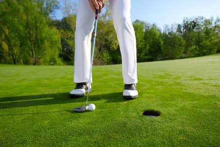 Golfer on green is putting Standard-Bild
