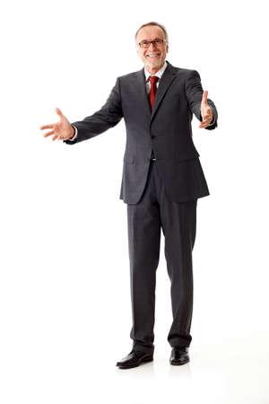 persona de pie: Hombre de negocios maduro decir bienvenidos