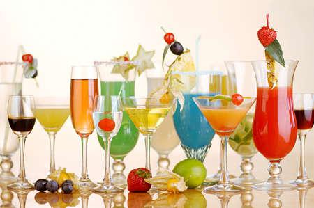 Verschiedene Arten von Cocktails Standard-Bild - 42392446