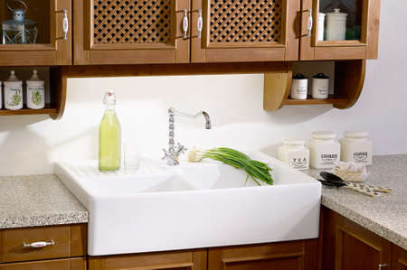 stone worktop: country-style kitchen sink