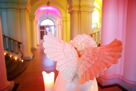 Angel wings sculpture surrounded by candles - romantic environment Imagens