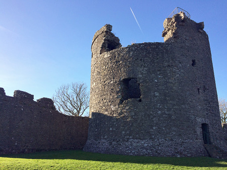 DUNDRUM - NORTHERN IRELAND - NOVEMBER 11, 2017 - Dundrum Castle ruins. Situated above the town of Dundrum, County Down in Northern Ireland. Imagens
