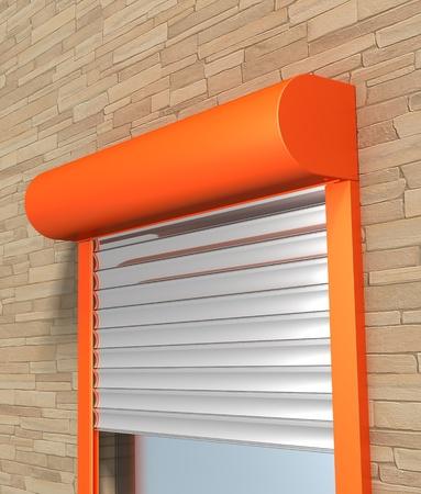 Fenêtre avec volets roulants du système sur le mur de briques Banque d'images