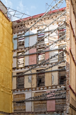 renovate old building facade: Overview of a building rehabilitation