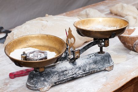 Overview of a scale to weigh the bread dough