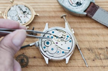 reloj antiguo: Herramientas especiales para la reparación de relojes