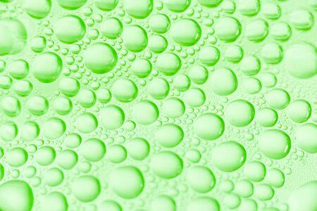 condensacion: La condensaci�n de gotitas de agua en una botella Foto de archivo