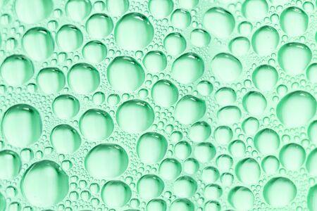 condensation: La condensación de gotitas de agua en una botella Foto de archivo