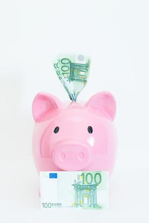 banconote euro: Particolare di un salvadanaio e banconote in euro diverse