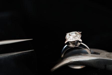 賠償、修復やメンテナンスのための宝石類の詳細