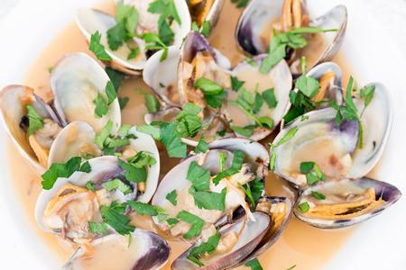 marinara sauce: Closeup of a plate of clams with marinara sauce