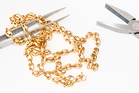 賠償、修復やメンテナンスのための宝石類の詳細 写真素材 - 65197733