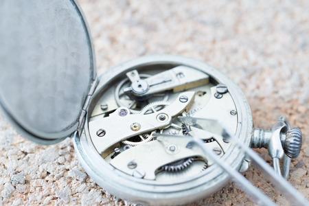 Details van horloges en mechanismen voor reparatie, restauratie en onderhoud