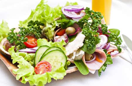 carnes y verduras: Pan de pita con verduras frescas.