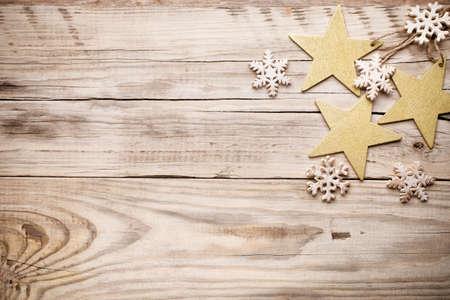 クリスマス背景。木製の背景をクリスマスの装飾。