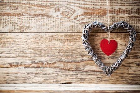 Pete houten hart en houten achtergrond.