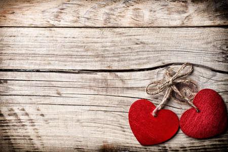 Coeur sur un fond en bois. Style vintage.