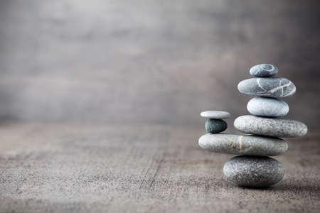 apilar: Piedras del balneario escena tratamiento, zen como conceptos. Foto de archivo