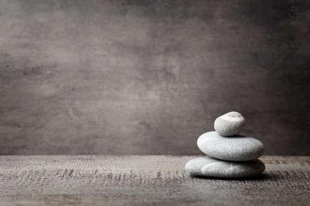 piedras zen: Escena tratamiento Piedras spa, zen como conceptos. Foto de archivo