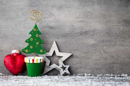 diciembre: Fondo de metal gris, decoración de Navidad. Foto de archivo