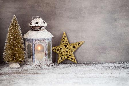 velas de navidad: Linterna con la vela Foto de archivo