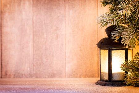 Lantaarn. Het licht van Kerstmis, kerst decor en scene.