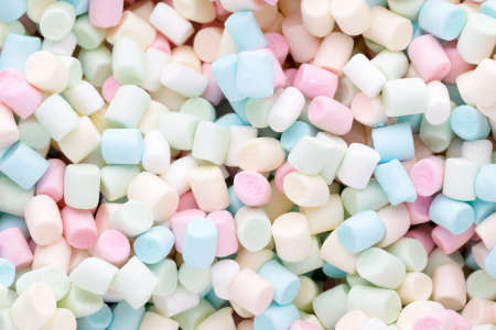 Marshmallows. Background or texture of colorful mini marshmallows. Banco de Imagens - 81973646