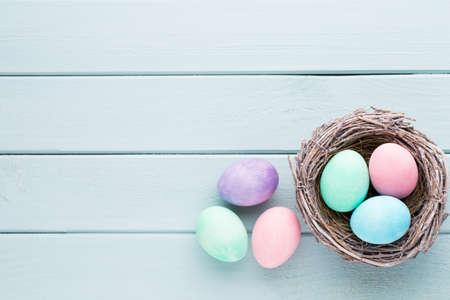 Pastell Ostereier Hintergrund. Spring Greating Karte.
