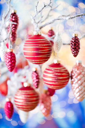 Christmas greeting card. Cone decoration Stockfoto - 115458298