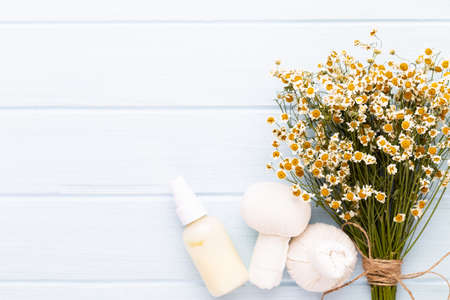 Composition aromatherapy with natural cosmetics and chamomile flowers on light background. Reklamní fotografie - 128802217