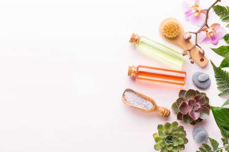 Fondo de spa con un espacio para un texto. Tarjeta de felicitación de spa wellnes. tema de aromaterapia, bio cosmética hecha a mano. Endecha plana.