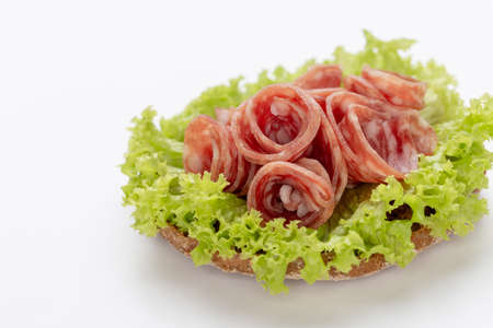 Sandwich with salami sausage on white background. Banque d'images - 132087317