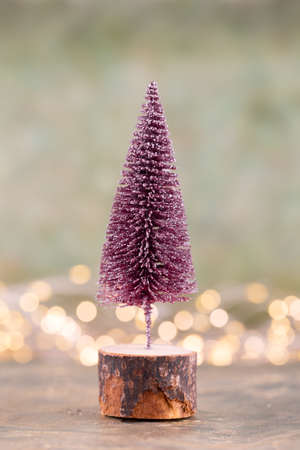 Colorful Christmas tree on green, bokeh background. Standard-Bild - 130129803