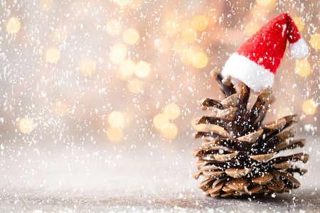 Christmas stars decor with santa hat. Holiday bohek background. Standard-Bild - 130129805
