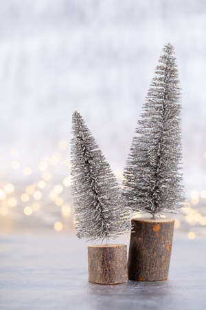 Christmas tree on silver, bokeh background. Standard-Bild - 130129782