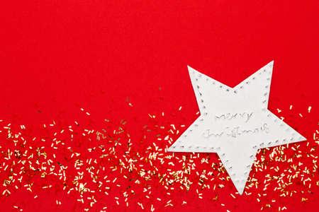 Festive pastel background. Christmas stars and shining glitter, confetti on pastel background. Christmas. Wedding. Birthday. Valentine's Day. Flat lay. Foto de archivo - 130812280