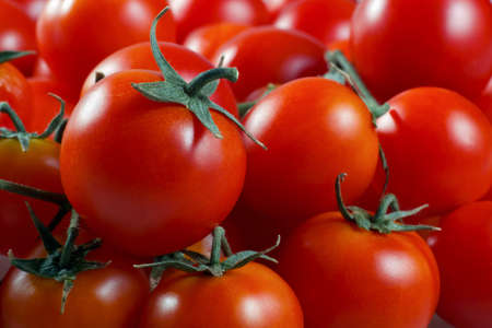 quantities: cherry tomatoes close to one another in quantities