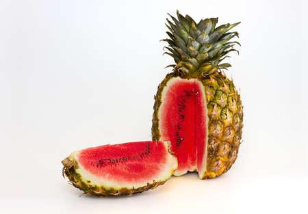 genetica: Foto manipolazione ananas con contenuti anguria