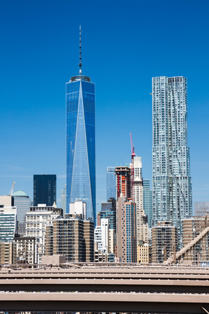 freedom tower: New York: Lower Manhattan and the One World Trade Center (Freedom Tower) as seen from Brooklyn Bridge