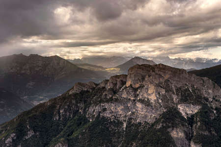 산, 백운석, 이탈리아