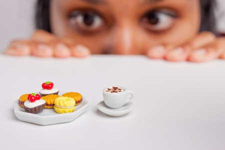 diabetes: Muchacha india en una dieta severa