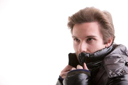 Anorak: sch�ne junge Mann posiert im Winter mit einem warmen Anorak