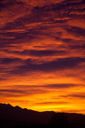 colores calidos: el d�a comienza con una paleta de colores c�lidos Foto de archivo