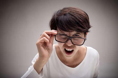 女性のあなたは一体何を求めて最大の失望の表情を激怒と言って - 衝撃の概念