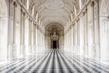 The Galleria Grande with its famous checkered floor, Venaria Reale Palace, Turin, Italy 新聞圖片