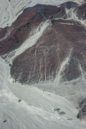 Aerial picture of the Astronaut figure at Nazca lines seen from the plane, Nazca lines, Peru 版權商用圖片 - 167196929