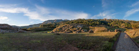 Panoramic view of a field around the Sacsayhuaman, Cusco, Peru 版權商用圖片 - 144984323
