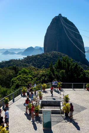 pao: Rio De Janeiro, Brazil - September 9, 2013: Tourist on the Morro da Urca esplanade, in the background the Pao De Acucar Sugarloaf Mountain Editorial